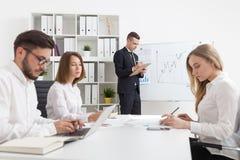 Uma comunicação empresarial na ação Fotografia de Stock Royalty Free