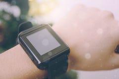 Uma comunicação esperta da tecnologia do relógio de Digitas Fotos de Stock