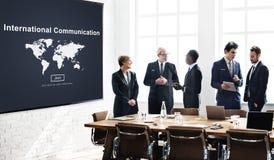 Uma comunicação internacional global comunica o conceito imagens de stock