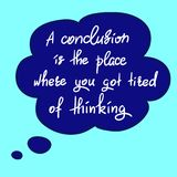 Uma conclusão é o lugar onde você ficou cansado do pensamento - citações inspiradores engraçadas escritas à mão Imagens de Stock