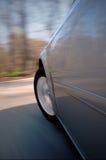 Uma condução de carro rapidamente imagens de stock royalty free