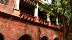 Uma construção abandonada danificada velha imagem de stock royalty free