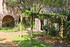 Uma construção da saída situada com base no Gonzalez Alvarez House em St Augustine histórico, Florida Imagem de Stock
