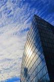 uma construção do vidro na rua em Francoforte foto de stock royalty free