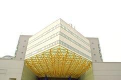 Uma construção moderna da tecnologia com o céu azul bonito Imagens de Stock
