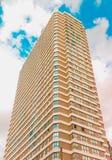 Uma construção perto do céu Imagem de Stock Royalty Free