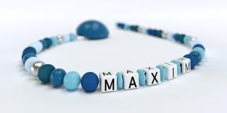 Uma corrente azul da chupeta para meninos com máxima do nome Imagem de Stock Royalty Free