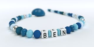 Uma corrente azul da chupeta para meninos com nome Ben Imagem de Stock