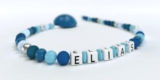 Uma corrente azul da chupeta para meninos com nome Elias Foto de Stock