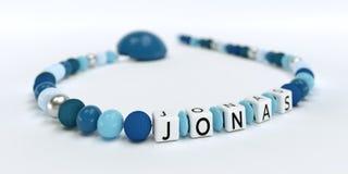 Uma corrente azul da chupeta para meninos com nome Jonas Fotos de Stock