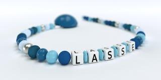 Uma corrente azul da chupeta para meninos com nome Lasse Foto de Stock