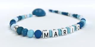 Uma corrente azul da chupeta para meninos com nome Mario Foto de Stock