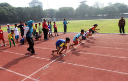 uma corrida de 100 medidores Foto de Stock