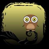 Uma coruja marrom senta-se em uma árvore Imagens de Stock Royalty Free