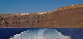 Uma costa abandonada em Santorini Fotos de Stock Royalty Free