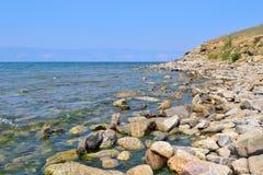 Uma costa rochosa do Lago Baikal Imagem de Stock Royalty Free