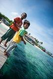 Uma criança aciganada do mar local Imagens de Stock
