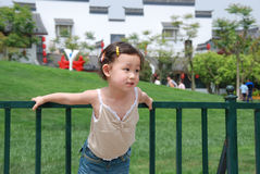 Uma criança chinesa encantadora pura Fotos de Stock Royalty Free