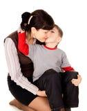 Uma criança pequena beijou minha mãe imagem de stock royalty free