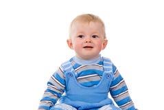 Uma criança pequena senta-se fotografia de stock