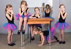 Uma criança, uma menina em um tutu joga Uma colagem das fotos de t Imagem de Stock Royalty Free