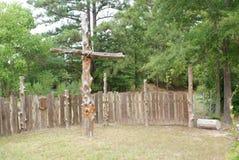 Uma cruz em uma esquina da rua em Texas do leste fotos de stock royalty free