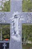 Uma cruz em um cemitério Fotografia de Stock Royalty Free
