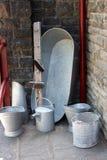 Uma cubeta velha do estanho Imagens de Stock