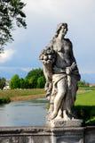 Uma das estátuas na ponte na província de Oderzo de Treviso no Vêneto (Itália) fotos de stock royalty free