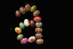 Uma das letras do ` da Páscoa do ` da palavra As letras são feitas dos ovos da páscoa Fotos de Stock Royalty Free
