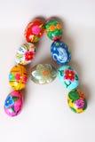 Uma das letras do ` da Páscoa do ` da palavra As letras são feitas dos ovos da páscoa Imagens de Stock