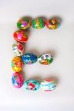 Uma das letras do ` da Páscoa do ` da palavra As letras são feitas dos ovos da páscoa Foto de Stock Royalty Free