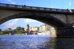 Uma de muitas pontes em Praga Imagem de Stock Royalty Free