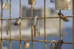 Uma declaração do amor Uma ligação indissolúvel representada por um clo fotos de stock