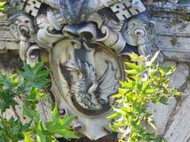 Uma decoração cinzelada em Roman Bridge antigo foto de stock royalty free