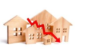 Uma diminuição em preços da propriedade diminuição da população intere de queda fotos de stock royalty free