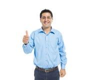 Uma doação ocasional esperta do homem polegares acima Fotos de Stock