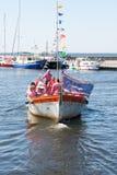 Uma embarcação com os membros de um coro dos marinheiros Fotografia de Stock