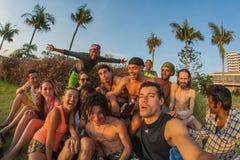 Uma empresa de jovens dos países diferentes fotografia de stock royalty free
