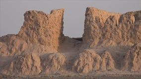 Uma entrada com as ruínas em Usbequistão video estoque