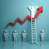 Uma escada de escalada de incandescência do homem claro a estar sobre a carta do gráfico do crescimento na luz - verde Fotos de Stock