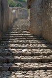 Uma escadaria de pedra antiga em Pocitelj imagens de stock