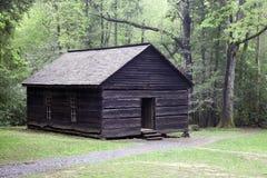 Uma escola velha nas montanhas fumarentos Imagem de Stock