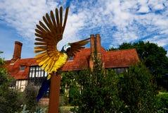 Uma escultura de aço do papagaio em Wisley, Surrey Fotos de Stock
