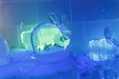 Uma escultura de gelo de uma lebre Fotografia de Stock Royalty Free