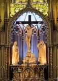 Uma escultura de madeira cinzelada da crucificação no Notre Dame Cathedral, imagens de stock royalty free