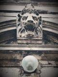 Uma escultura de um leão Fotografia de Stock