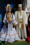 Uma escultura de uma família em trajes tradicionais Foto de Stock Royalty Free