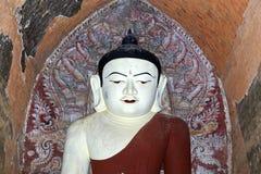 Uma estátua antiga de buddha imagem de stock