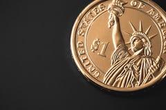 Uma estátua da liberdade da moeda do dólar Fotografia de Stock Royalty Free